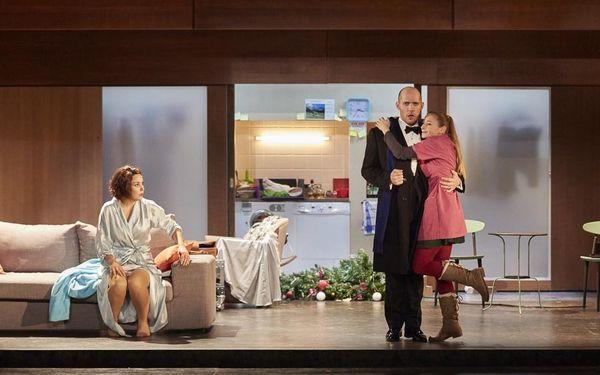 Chiara Skerath (Rosalinde), Stéphane Degout (Gabriel von Eisenstein), Sabine Devieilhe (Adele) © Pierre Grosbois