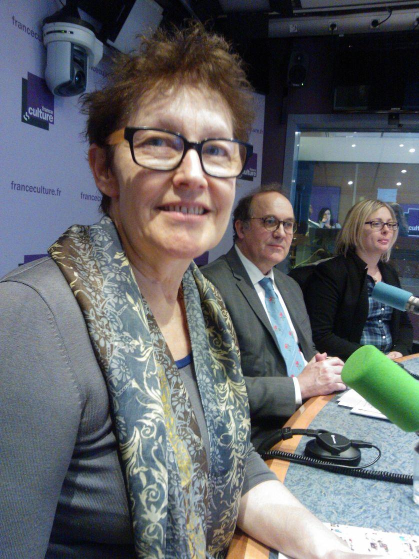 Marie Reynier( Rectrice),   Christophe Lafond (MGEN) et Nolwenn Clark, étudiante.