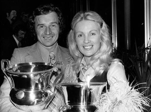 Jean-Pierre Beltoise, en 1972, aux côtés de la pilote Marie-Claude Beaumont.