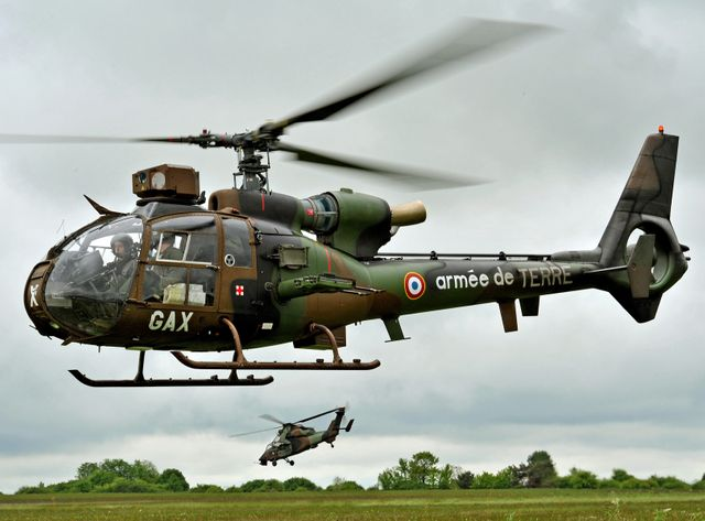 Des hélicoptères de combat Gazelle en démonstration.
