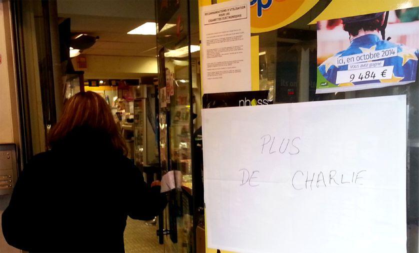 A l'entrée d'un marchand de journaux de Montbéliard, dans le Doubs