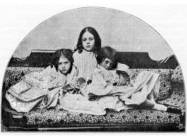 Lorina, Alice and Edith Liddell photographié par Lewis Carroll