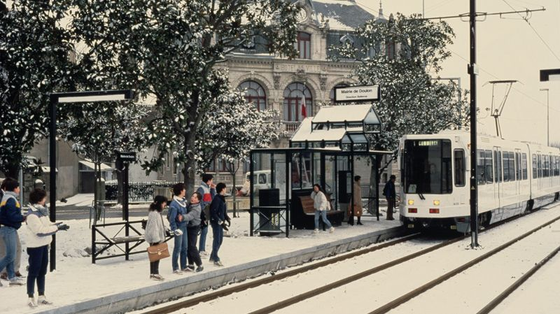 le tramway de nantes a 30 ans. Black Bedroom Furniture Sets. Home Design Ideas