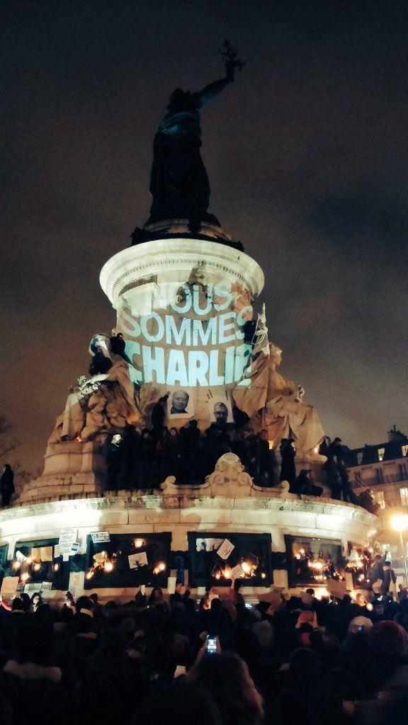 Charlie Hebdo : rassemblement en hommage aux victimes, place de la République.