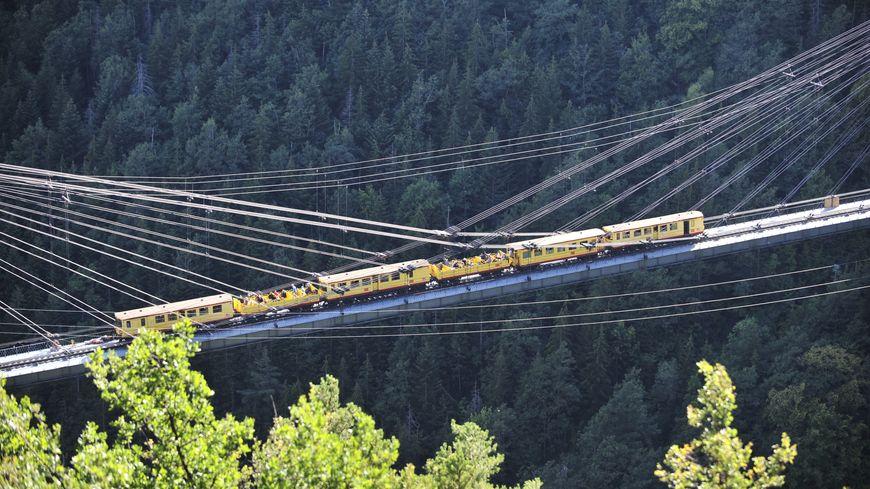 Le train jaune (illustration)