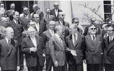 Dirigeants grecs et européens après la signature de l'accord d'association de la Grèce et de la CEE en 1961