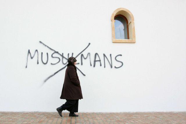 Graffittis haineux sur la mosquée de Saint Etienne en février 2010