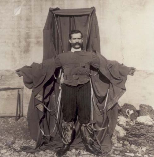 Franz Reichelt teste son costume parachute