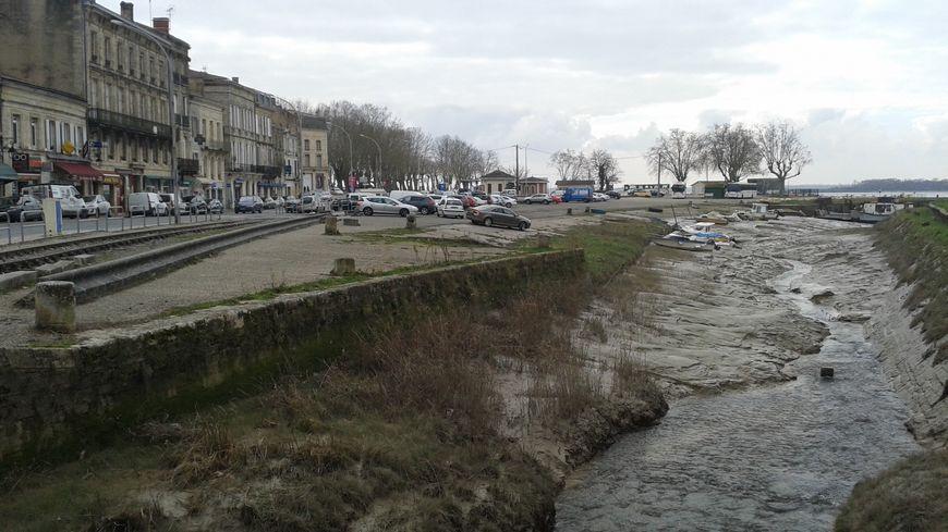 A Blaye Les Commerces Prs Du Chenal Sont Rgulirement Inonds