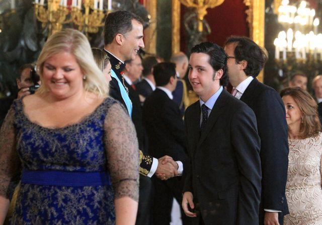 19 juin 2014, Fancisco Nicolás Gómez Iglesias sert la main de Felipe VI, le roi tout juste couronné.
