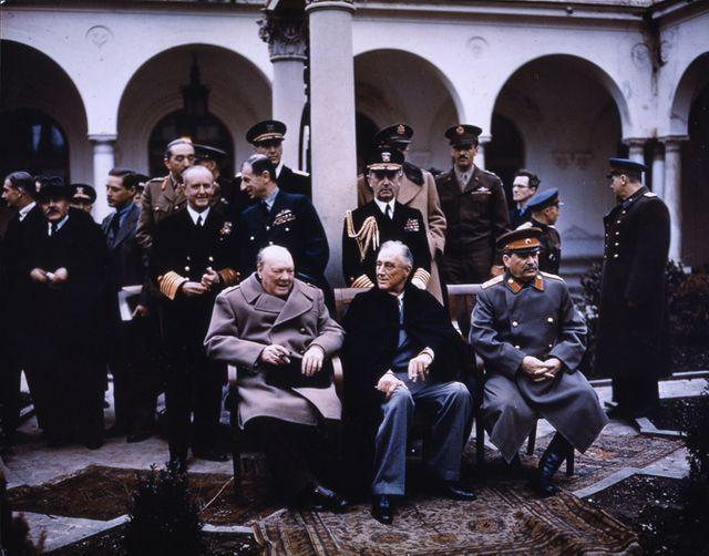 W.Churchill, F.D.Roosevelet et J.Staline à la Conférence de Yalta en février 1945