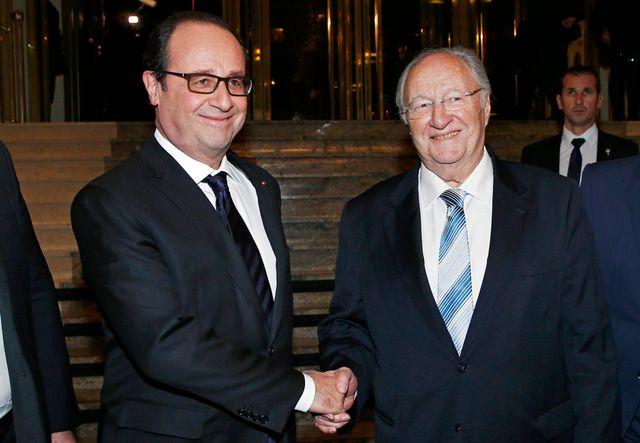 François Hollande est accueilli par le président du CRIF Roger Cukierman