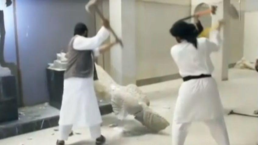 Le saccage d'un musée irakien aux collections inestimables a été filmé par EI - capture d'écran