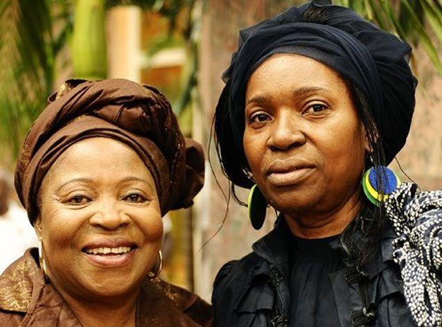 Pascaline Bongo (à droite) avec sa mère Patience Dabany