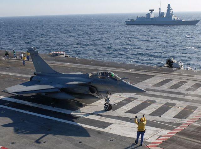 Un Rafale, sur le porte-avions Charles-de-Gaulle