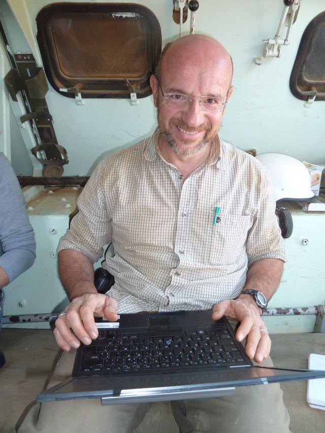 Michel Moutot à bord d'un blindé de l'armée française, au Mali. Février 2013
