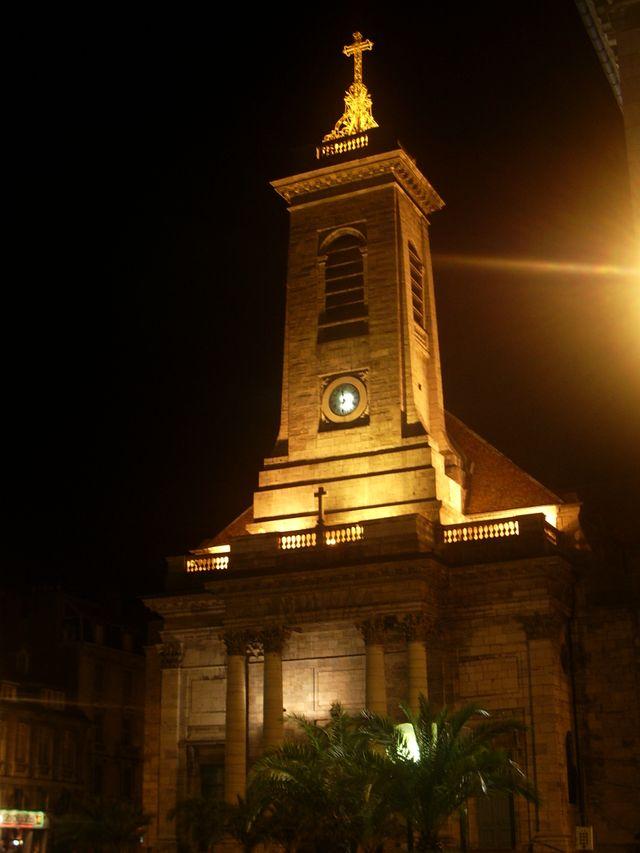 L'Eglise saint-Pierre de Besançon la nuit en 2005