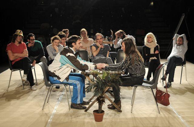 Les Chiens de Navarre - les armoires normandes au théâtre des bouffes du nord - 2015