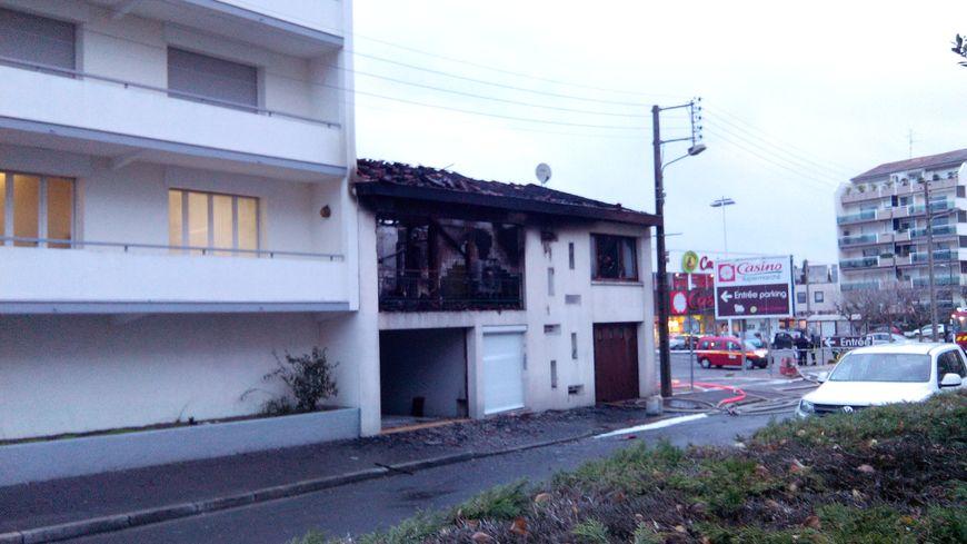 deux morts dans l 39 incendie d 39 une maison mercredi matin bordeaux caud ran. Black Bedroom Furniture Sets. Home Design Ideas