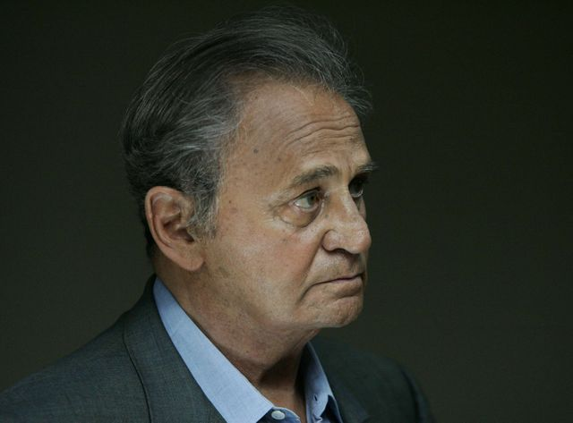 Roger Hanin dans Navarro