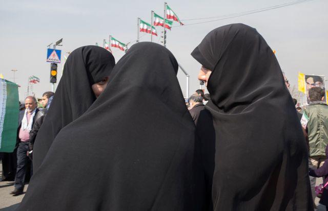 Des Iraniennes dans la rue, pour l'anniversaire de la Révolution, en 2014