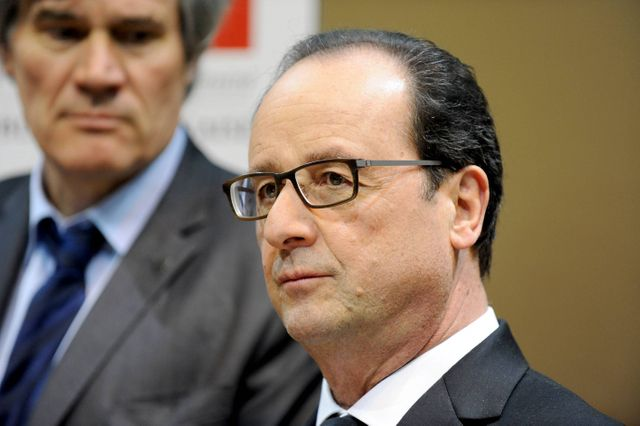 François Hollande n'oublie pas la politique au salon de l'agriculture