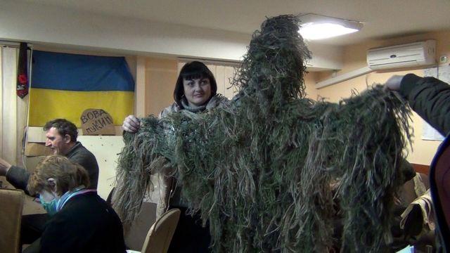 Tenues de camouflage pour soldats ukrainiens à Marioupol