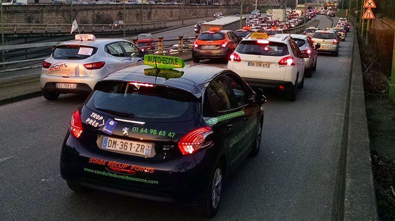 (Paris) auto école opération escargot manifestation