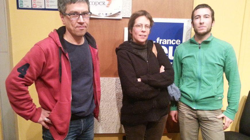 Pierre Mens-Pégail, Sarah Chedifer-Bonneau hag Hoel Maleuvre oa er studio ganeomp. Mark Kerrain a responte deomp dre bellgomz.