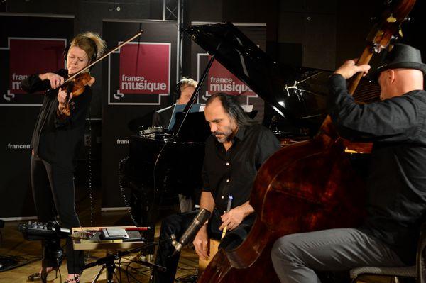 Line Kruse (violon), Fabrice Devienne (piano), Fabrizio Fenoglietto (contrebasse), Minino Garay (cajon) (© France Musique)