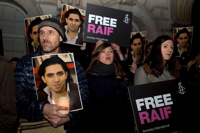 Manifestations devant l'ambassade d'Arabie Saoudite, à Londres, en soutient à Raif Badawi