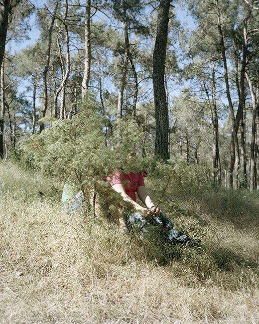 L Rasti couple en forêt
