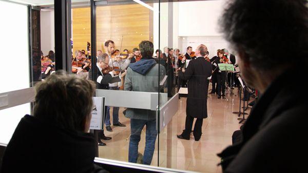 L'Orchestre national de France conteste l'annulation de son concert en jouant dans le hall de la Maison de la Radio