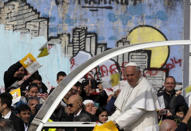Le pape en visite dans le quartier napolitain de Scampia
