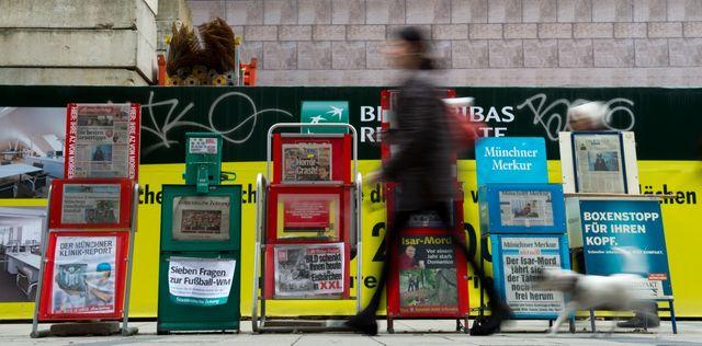 Stand de journaux à Munich, en Allemagne.