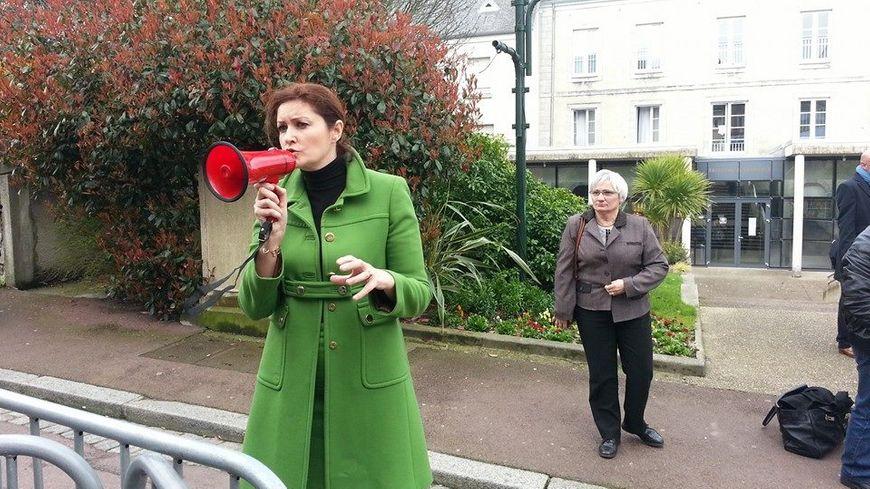 Elise Brand, l'avocate du comité centrale d'entreprise, se dit confiante devant les salariés