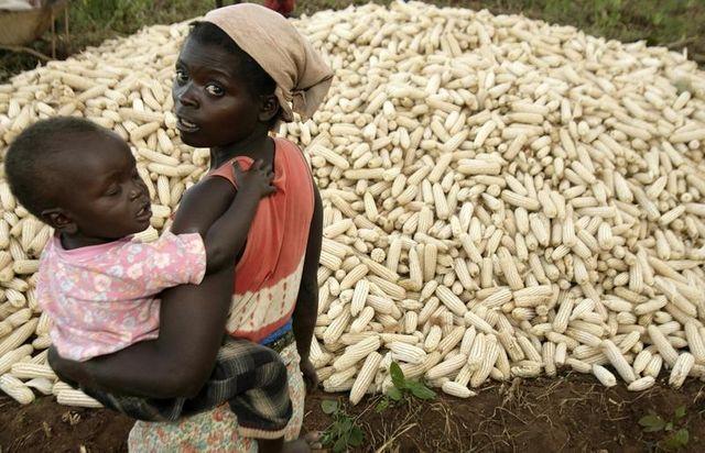 Malawi, une jeune mère et son enfant