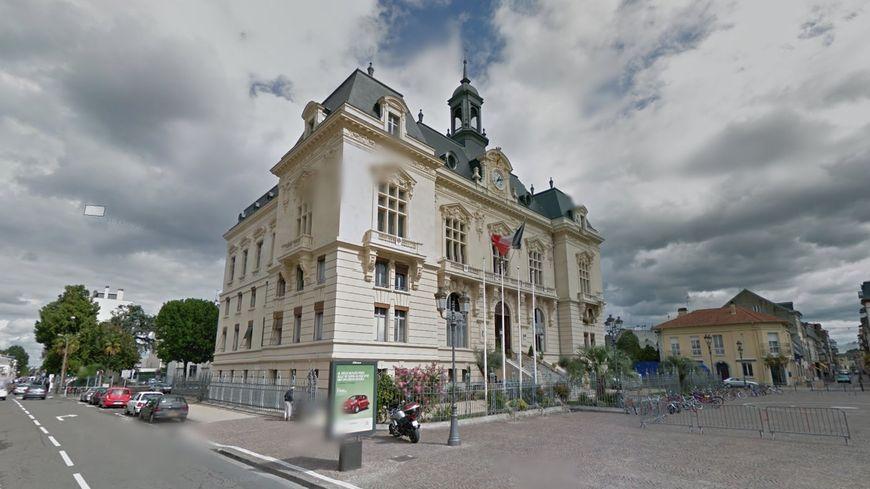 Info france bleu bearn le maire de tarbes en garde vue for Architecte tarbes