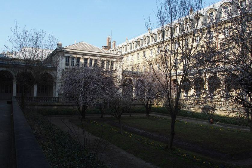 Lycée Jacques Decour: cour intérieure