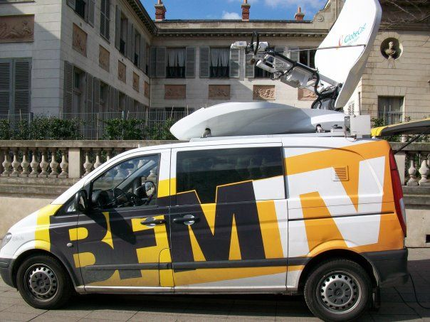 Le car satellite, symbole des chaînes d'info en continue