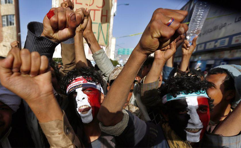 Pro Houthis le 27 février 2015 à Sanaa contre les interventions américaines et saoudiennes dans les affaires yéménites