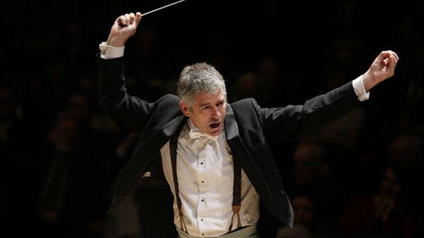 Grant Llewellyn nommé directeur musical de l'Orchestre symphonique de Bretagne