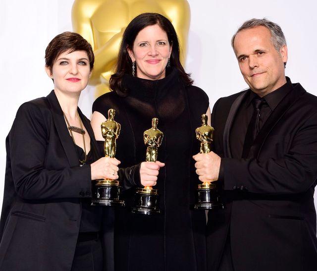 """Mathilde Bonnefoy, Laura Poitras and Dirk Wilutsky, pour leur documentaire """"Citizenfour"""", lors de la 87ème cérémonie des Oscars"""
