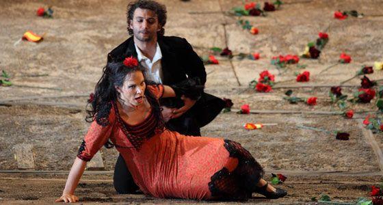 Elina Garanca (Carmen) et Jonas Kaufmann (Don José)