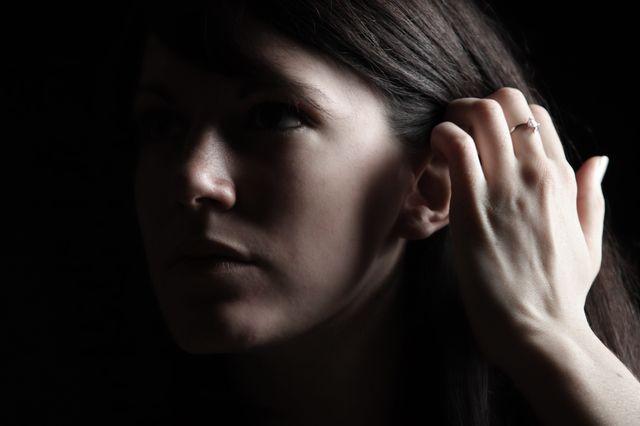 De plus en plus de jeunes souffrent de troubles auditifs.