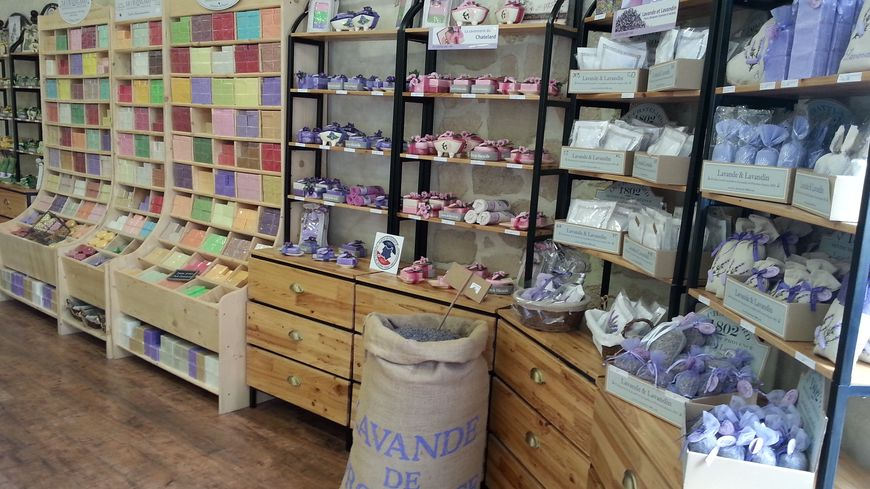 La boutique de l'usine Le Chatelard 1802 à Saint-Auban-sur-l'Ouvèze