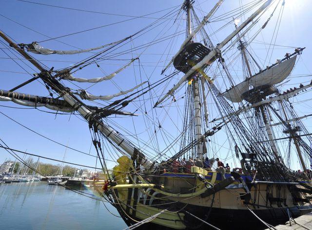 La Rochelle sortie du vieux port de L'Hermione