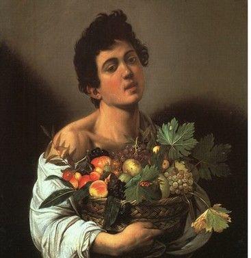 Jeune garçon avec une corbeille de fruits