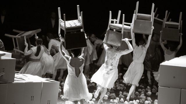 Für die Kinder von gestern, heute und morgen de Pina Bausch par la Tanztheater de Wuppertal Cie