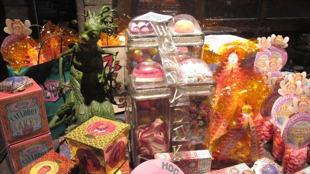 Montagne de sucreries en tous genres à l'exposition Harry Potter